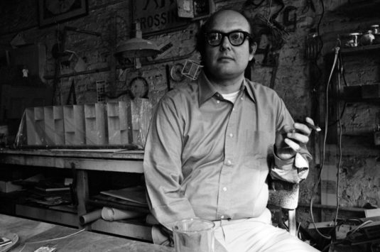 Portrait of American artist Sol LeWitt (1928 - 2007), New York, New York, August 1969. (Photo by Jack Robinson/Hulton Archive/Getty Images)